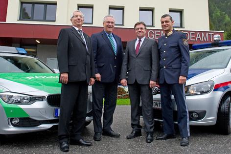 Der bayerische Landespolizeipräsident Wilhelm Schmidbauer, Bayerns Innenminister Joachim Herrmann (CSU), Tirols Landeshauptmann Günther Platter (ÖVP) und Tirols Landespolizeidirektor Helmut Tomac