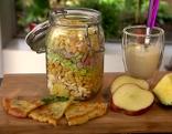 Schichtsalat mit Kräuterbrot