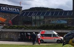 Hubschrauber vor dem Hallenbad Seefeld