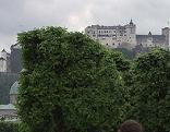Festung mit Bäumen vom Mirabellgarten aus