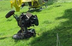 umgestürzter Traktor auf einer Wiese