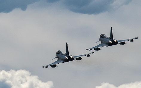 Zwei Eurofighter in der Luft