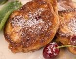 Pancakes und Kirschen