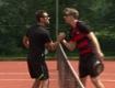 Tennisspieler mit Pfanne