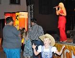 Besucher des Sommerfestes in Stadtschlaining uns Stargast Marlena Martinelli