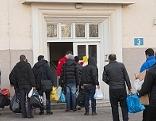 Flüchtlinge am Gelände der ehemaligen Riedenburgkaserne in der Stadt Salzburg