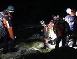 Bergretter bei Rettungseinsatz im Dunkeln
