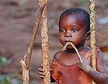 Hungerndes Kind in Afrika