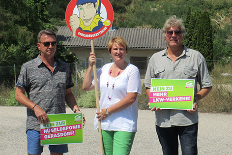 """Grüne-Klubobfrau Helga Krismer mit Vertretern der Bürgerinitiative """"Lebenswertes Gerasdorf"""""""