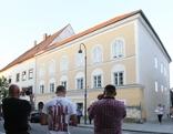 Hitlers Geburtshaus Neonazis