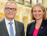 Paul Tesarek (l.) und Corinna Milborn