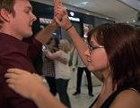 Tanzpaar im Einkaufszentrum