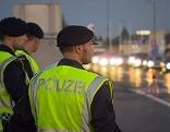 Polizeibeamte bei den Kontrollen