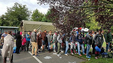 Flüchtlinge auf dem Bahnhof Nickelsdorf