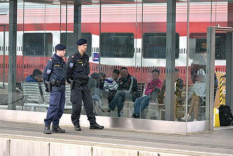 Polizisten am Wiener Westbahnhof