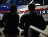 Polizei greift Flüchtlinge auf