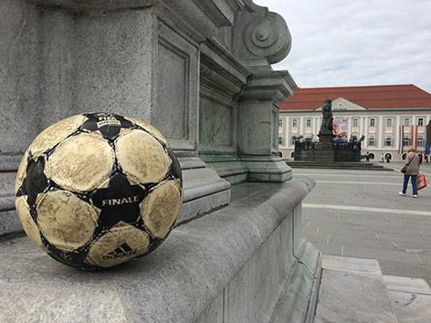 Fußball vor Rathaus