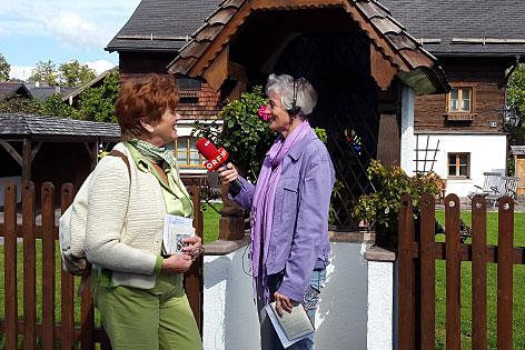 Ingeborg Gföllner-Koss im Interview mit Andrea Aglassinger vor der Radauerkapelle in Niederalm