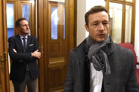.l.) Stadtrat Manfred Juraczka (ÖVP) und der neue ÖVP-Landesparteichef Gernot Blümel am Donnerstag, 15. Oktober 2015, nach einem Parteiengespräch mit der SPÖ im Wiener Rathaus