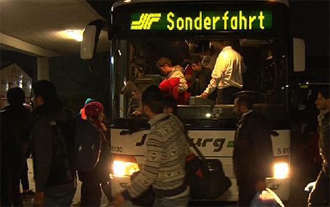 Reisebus Asylkrise Flüchtlinge Busse Asyl Flucht