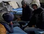 Flüchtlinge in Notquartier