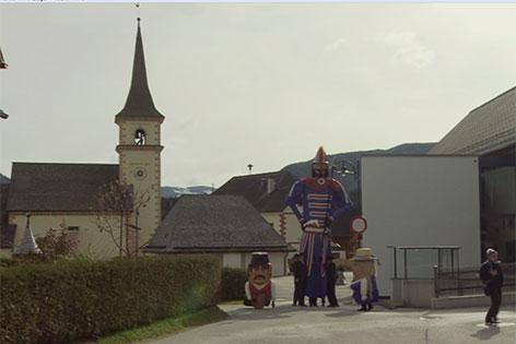 Samson und Begleiter wandern durch St. Andrä