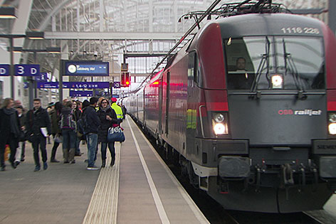 Railjet am Salzburger Hauptbahnhof