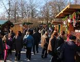 Menschen beim Grafenegger Advent