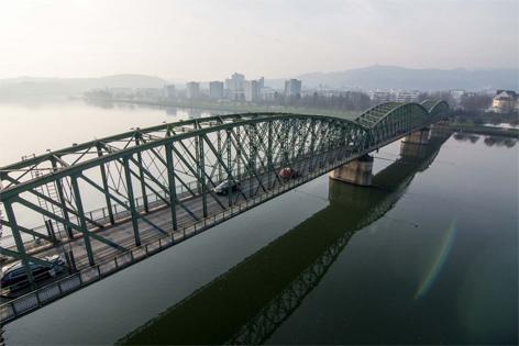 Eisenbahnbrücke von oben