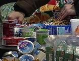 Essen auf Förderband bei Supermarktkassa