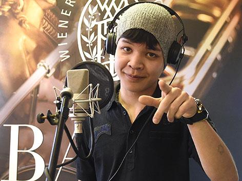 """Der 16-jährige Omid aus Afghanistan am Donnerstag, 10. Dezember 2015, während des Termins """"Junge Flüchtlinge bedanken sich musikalisch bei den Wiener Philharmonikern"""" im """"Haus Sidra"""" in Wien."""