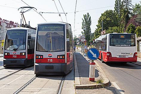 Straßenbahn-Garnituren der Linie 49 und Bus