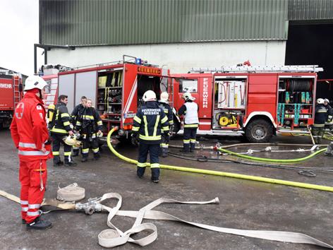 Brand bei Altstoffentsorger in Pinsdorf