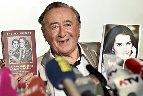 """Richard Lugner am Mittwoch, 13. Jänner 2016, während der Pressekonferenz """"Bekanntgabe des Opernballgastes 2016"""" in Wien"""