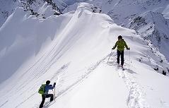 Skitour Tourengeher Skitourengehen Lawine Lawinengefahr Schnee Winter