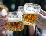 Zwei Bierkrüge