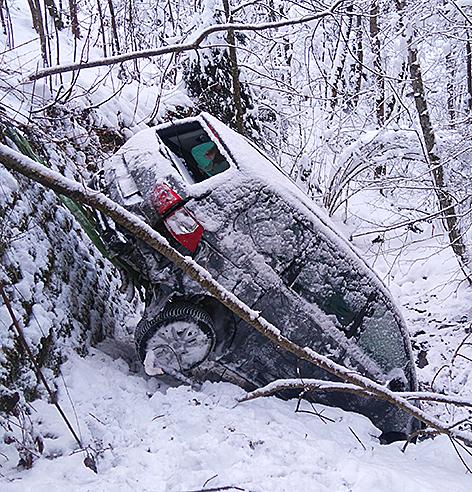 Auto in Bachgraben abgestürzt