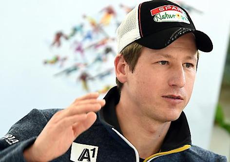 Hannes Reichelt bei der Pressekonferenz in Innsbruck