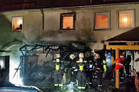 Brand einer Gartenhütte griff in Favoriten auf angrenzendes Wohnhaus über