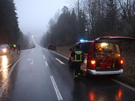 Pkw überschlagen Feuerwehr