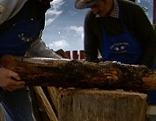 Bauern beim Holzmachen im Winter