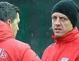 Der neue Cheftrainer von Red Bull Salzburg, Oscar Garcia (l.) und der Co-Trainer Rene Aufhauser beim Trainingsauftakt  von Red Bull