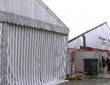 Großraumzelte für Transitflüchtlinge auf dem Gelände der ehemaligen Autobahnmeisterei in Salzburg Liefering (Camp ASFINAG)