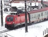 Tauernbahn im Winter bei Angertal Zug Eisenbahn eingleisige Strecke
