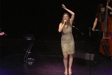 """Zoe singt im """"Oval"""""""