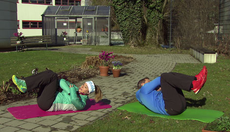 Bauchmuskelübung mit Krings und Mayrhofer