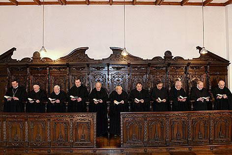 Benediktinermönche beim gemeinsamen Gebet