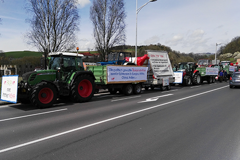 Traktoren bei der Protestfahrt nach Wien