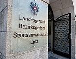 Schild vor Landesgericht Linz