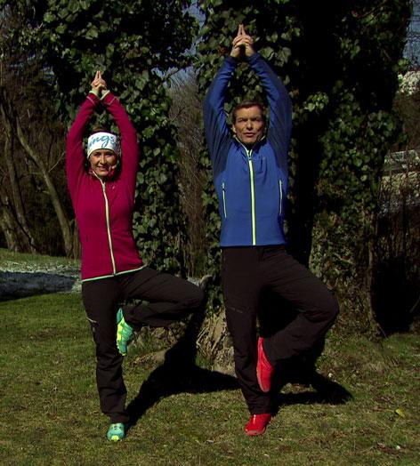 Doresia Krings und Michael Mayrhofer - Yoga-Übung - Der Baum